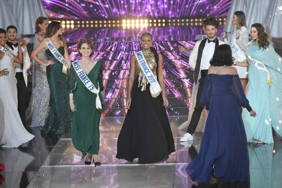 À cette occasion, (presque) toutes les générations de Miss sont réunies (ici Sylvie Parera, Miss France 1979 et Alicia Aylies, Miss France 2017)