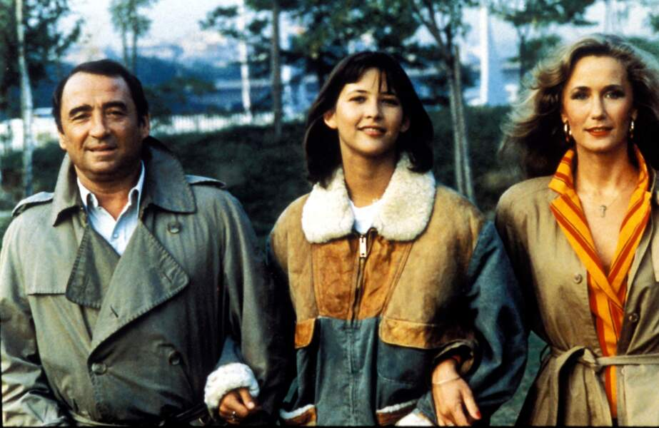 L'énorme succès de La boum incitera Claude Pinoteau à faire une suite. Claude Brasseur retrouve Sophie Marceau et Brigitte Fossey en 1982.