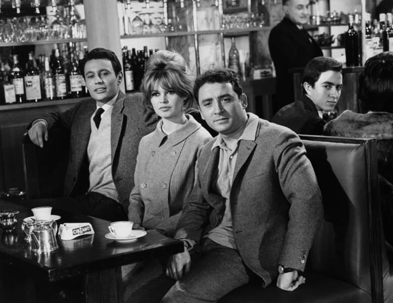 Claude Brasseur aux côtés de Brigitte Bardot dans La bride sur le cou en 1961 de Roger Vadim.