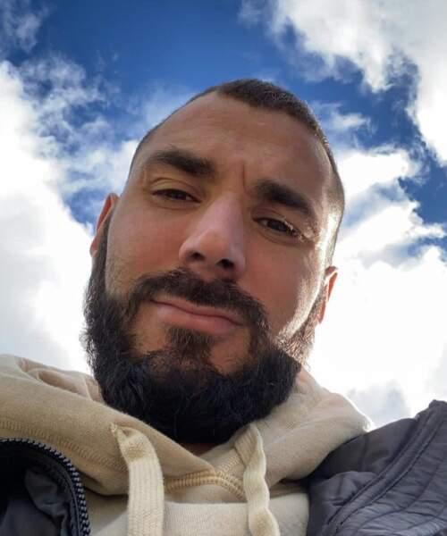 On vous laisse avec Karim Benzema vu d'en-dessous.