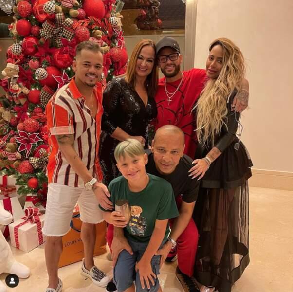 Neymar, lui, a rejoint sa famille au Brésil pour les fêtes