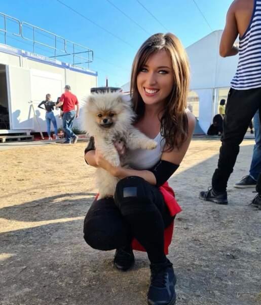 Elle emprunte également les animaux de ses amis comme ici Roméo, le chien de Camille Cerf !