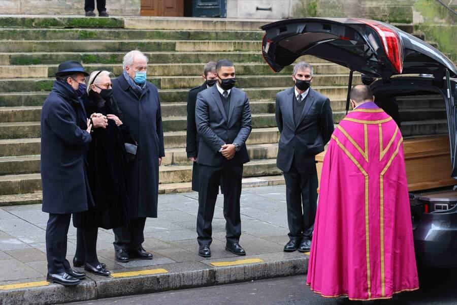 Ultime adieu de la famille devant le cercueil de Claude Brasseur , décédé le 22 décembre 2020 à l'âge de 84 ans .