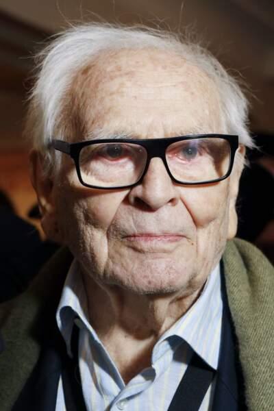 Pierre Cardin, célèbre couturier français, est décédé le 29 décembre à 98 ans.