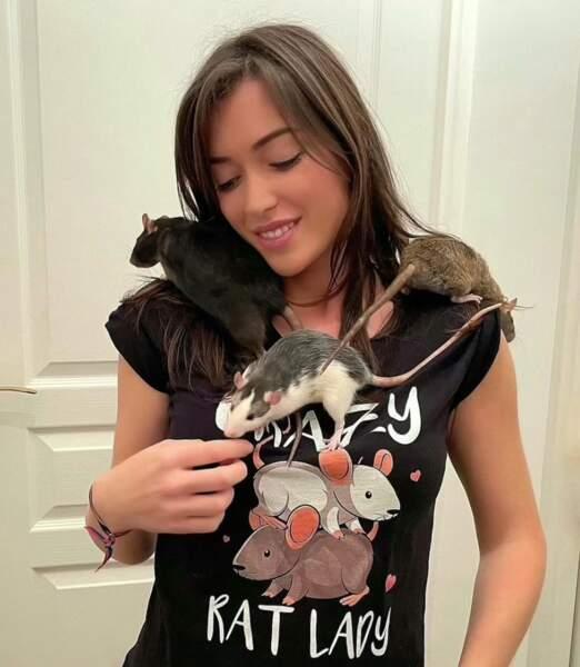 Elsa Esnoult et ses rats : Ruby, Pearl et Saphyr.