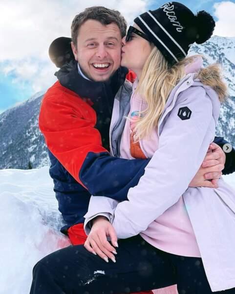 On commence avec de l'amour : les jeunes parents Norman Thavaud et Martha Gambet à Andorre.