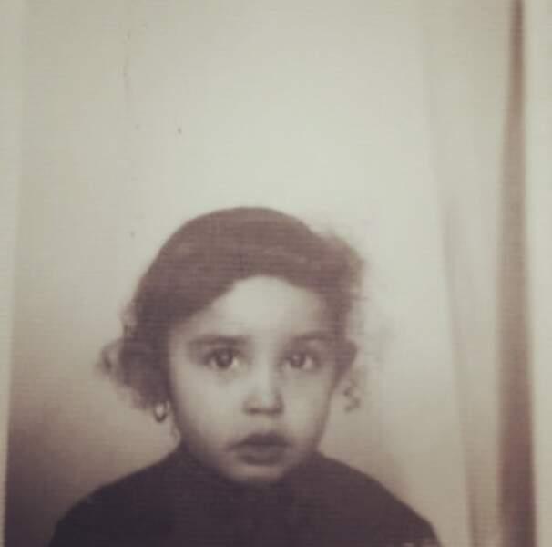 Vous la reconnaissez ? C'est la journaliste Aïda Touihri enfant.