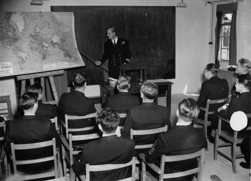 Philip retourne au Royaume Uni en 1946 ou il deviendra instructeur à l'école des officiers mariniers à Corsham