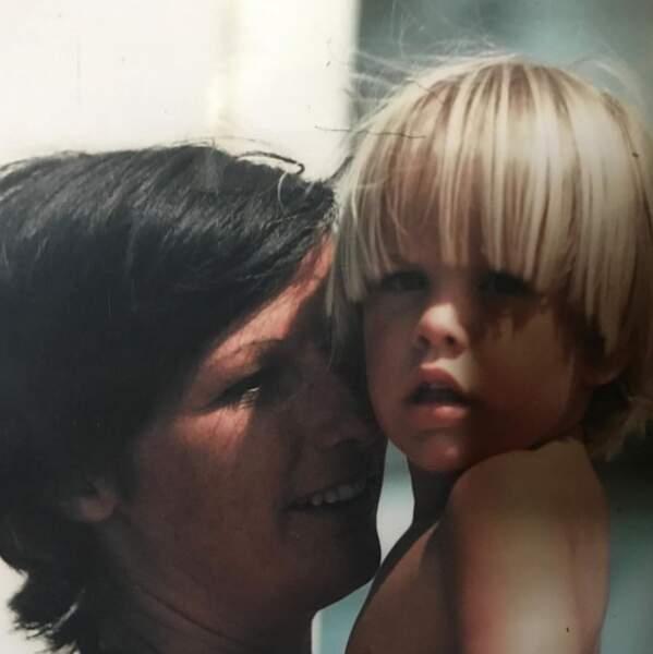 Vous le reconnaissez ? C'est Guillaume Delorme de Plus belle la vie, ici avec sa maman.
