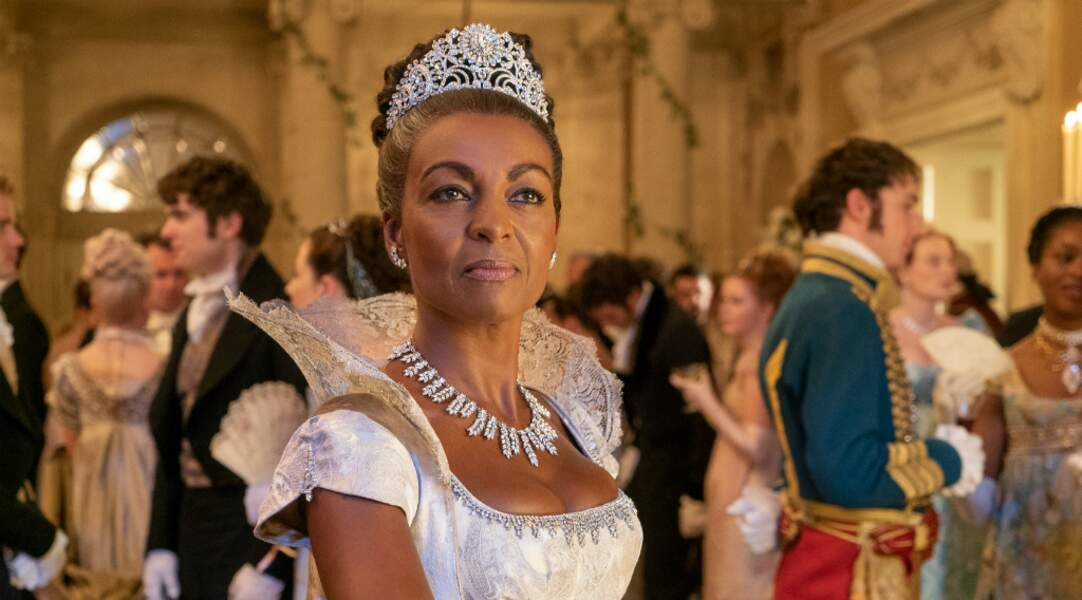 La très élégante Lady Danbury a élevé Simon Basset comme s'il était son propre fils…Et elle n'hésite pas à le rappeler à ses devoirs quand il s'égare !