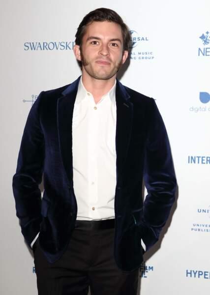 A 32 ans, l'acteur anglais Jonathan Bailey  (Leonard de Vinci, Broadchurch) a enfilé le costume de l'héritier Bridgerton, avec panache