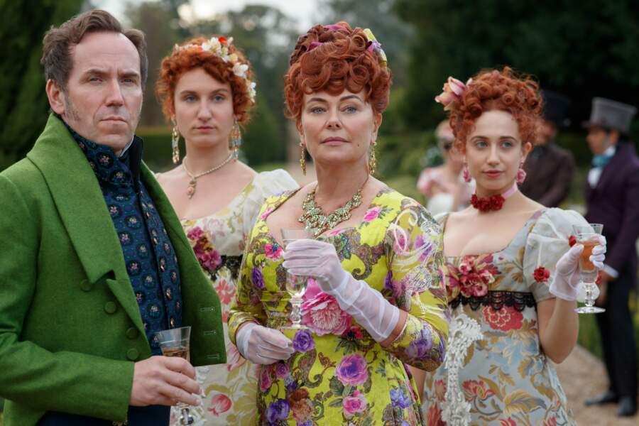 Penelope a pour parents les peu aimables Lord et Lady Featherington, ici, entourés de leurs deux filles aînées, Prudence et Phillipa
