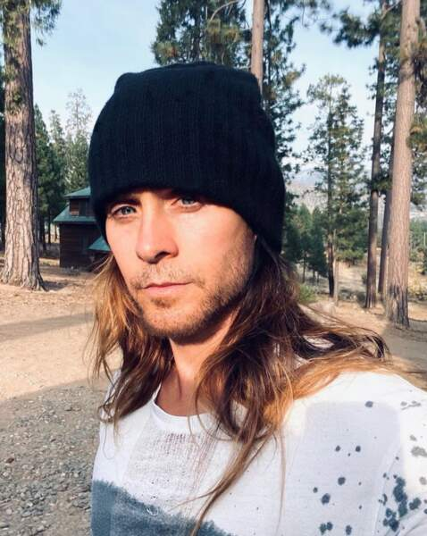 Point mode et beauté : Jared Leto ne portait pas de manteau mais il a tenu à garder ses oreilles au chaud.