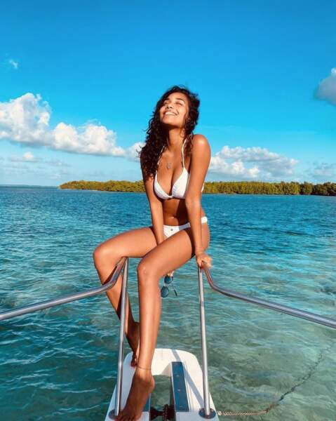Tenue également adoptée par Clémence Botino, ex-Miss France, en Guadeloupe.