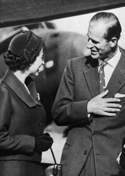 Ici le couple se retrouve à Lisbonne en février 1957 après une longue séparation  . Au cours du même mois, Elisabeth le fera prince du Royaume-Uni de Grande-Bretagne et d'Irlande du Nord