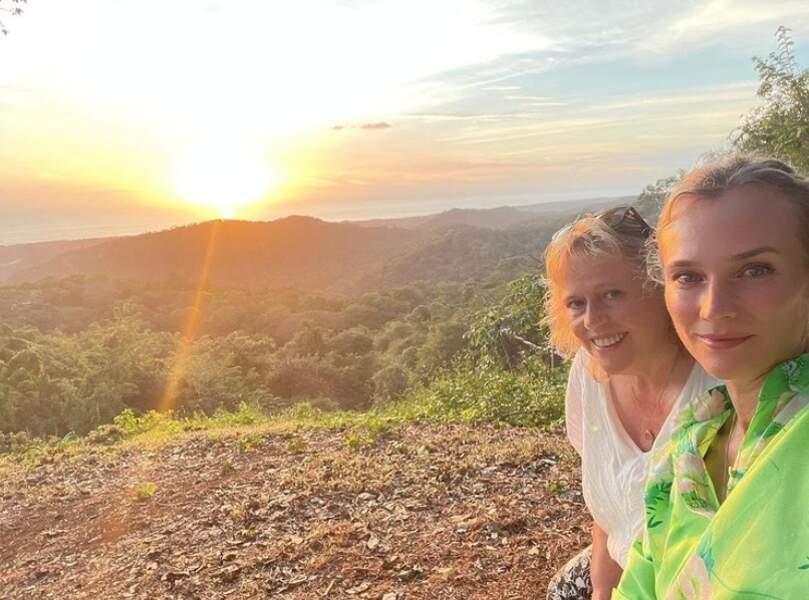 Petit tour à la campagne pour Diane Kruger et sa maman Maria-Theresa.