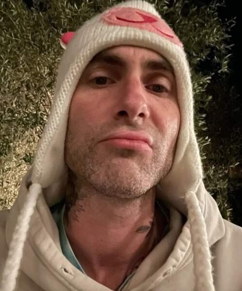 Point mode et beauté : Adam Levine a visiblement fait un tour dans la penderie d'une de ses filles.