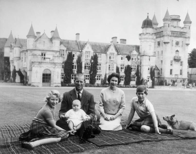 Le 19 février 1960, la famille s'agrandie avec la naissance du prince Andrew