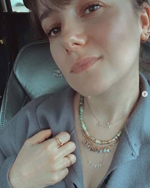 Alizée a toujours ses filles avec elle grâce à ces deux colliers à leurs prénoms.