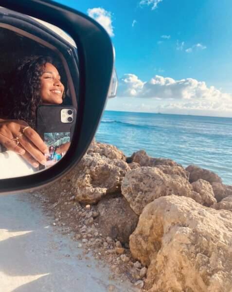 N'oubliez pas : les selfies en voiture, c'est seulement à l'arrêt ou si vous êtes passager.