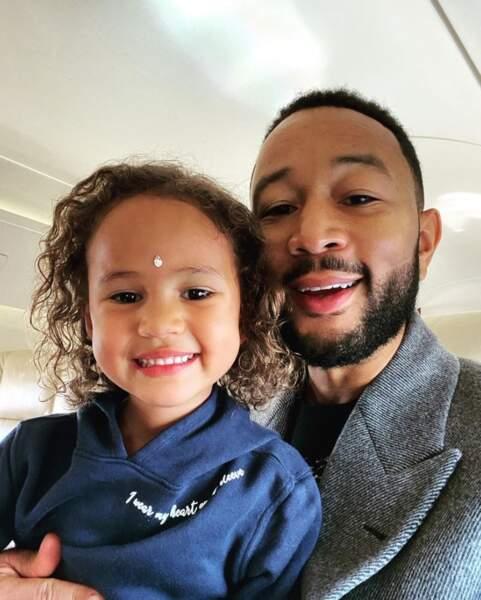 Ces derniers jours, on va vu d'adorables enfants de stars : Luna, fille de John Legend.
