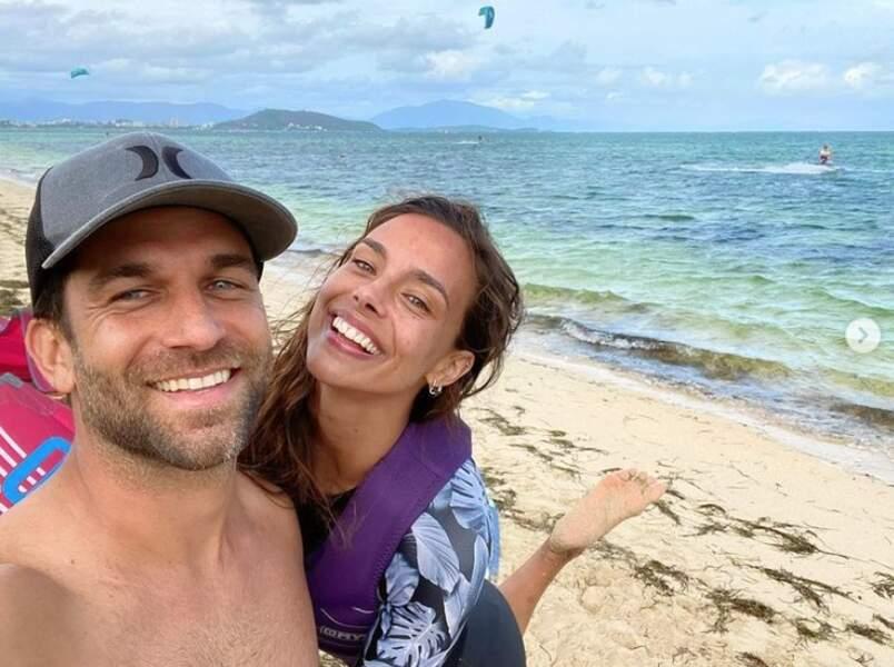 Et Marine Lorphelin et son chéri Christophe peaufinaient leur bronzage en Nouvelle-Calédonie.