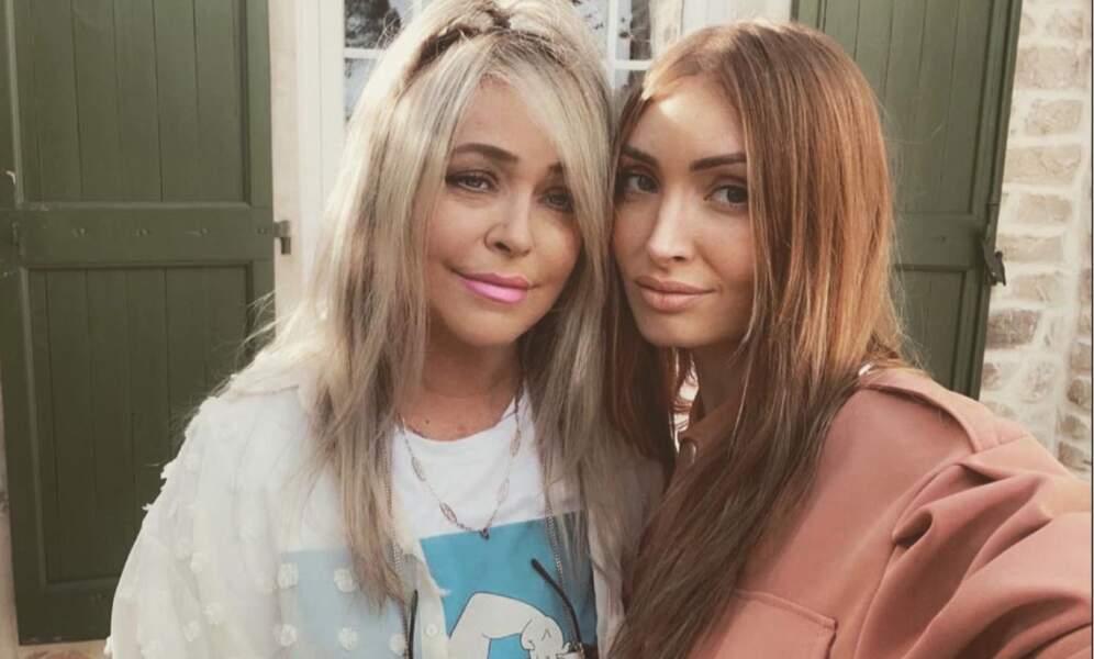 Selfie mère-fille pour Beverly et sa très jolie maman