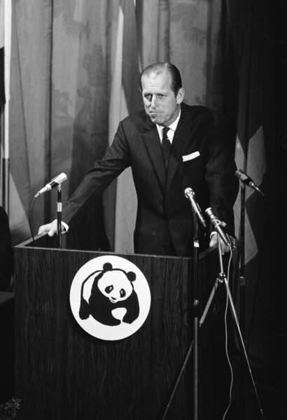 En dehors de ses devoirs officiels, le Prince Philip est aussi très actif. Il sera notamment le fondateur de World Wildlife Fund Royaume Unis (WWF) en 1961