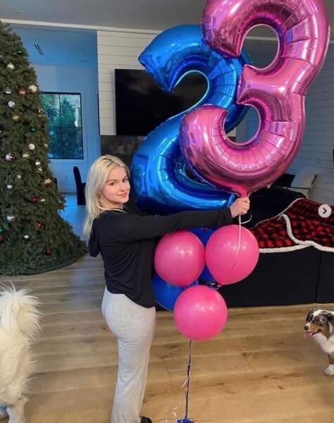 On commence par souhaiter un très bon 23e anniversaire à Ariel Winter, inoubliable Alex dans Modern Family.