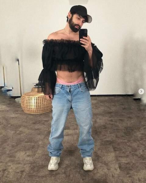 """Et Conchita Wurst tente de faire revenir la tendance du string et pantalon taille basse. Nous, on dit """"nein"""", désolé."""