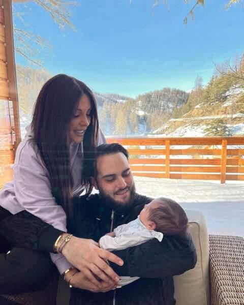 Photo de famille à la montagne du côté de Laura Lempika, Nikola Lozina et leur petit Zlatan.