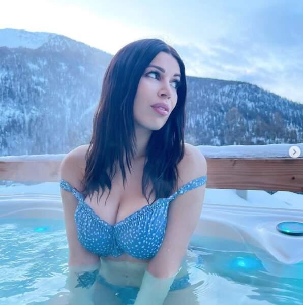 La jeune maman Noémie Makeup Touch a posé en bikini.