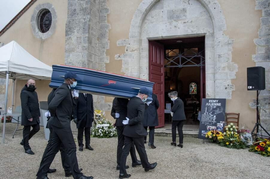 Les obsèques de Rémy Julienne ont eu lieu à l'église de Cepoy, village du Loiret qui l'a vu naître et où il vivait toujours