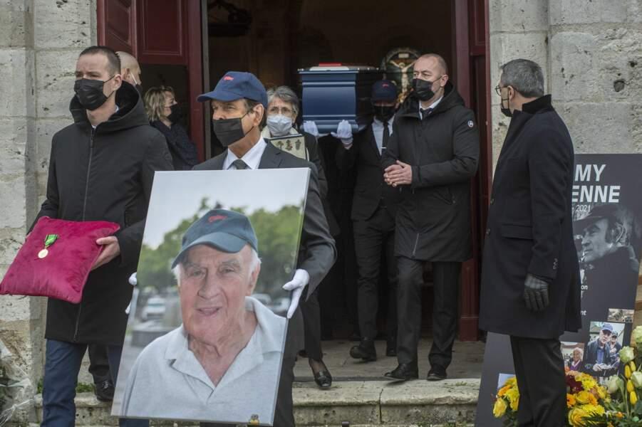 Le cascadeur Rémy Julienne a été inhumé ce vendredi 29 janvier 2021, une semaine après son décès des suites du Covid-19 à l'âge de 90 ans