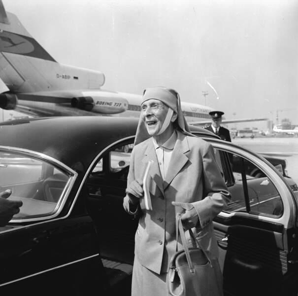 En avril 1967, après le coup d'Etat des Colonels, la princesse Alice quittera la Grèce pour finir ses jours auprès de son fils au Palais de Buckingham.