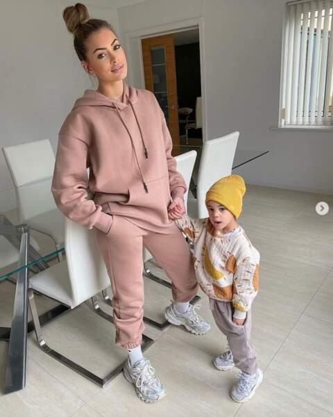 Mélanie Martial et son fils Swan.