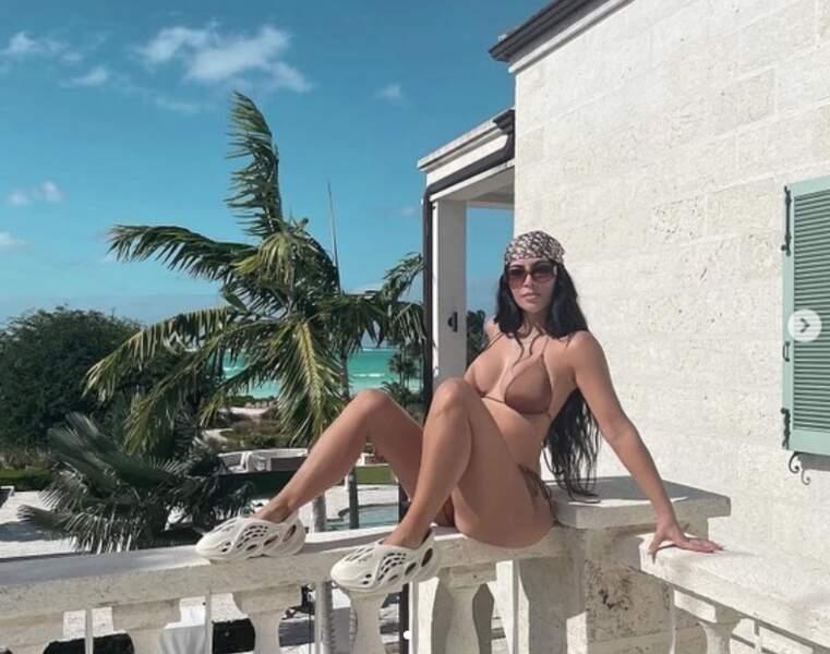 Et trois Kardashian en maillot de bain pour le prix d'une : Kim...