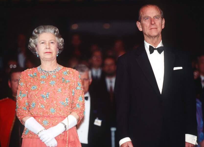 """Le couple royal tentera durant plus d'une décennie de faire tenir ce mariage malheureux mais en décembre 1992 Charles et Diana divorceront. """"On était trois dans ce mariage"""" dira la Princesse Diana pour expliquer cet échec."""