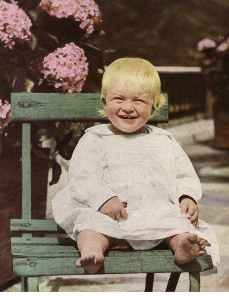 Le Prince Philippe de Grèce est né à Corfou, en Grèce, le 10 juin 1921. Il est ici âgé de 14 mois