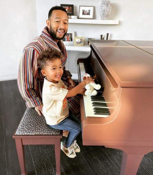 Pause piano pour John Legend et son adorable Miles.