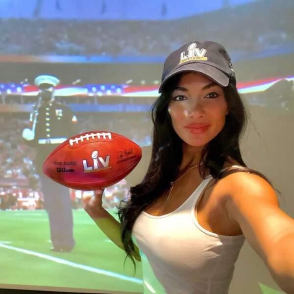 Nicole Scherzinger était bien équipée pour visionner le Super Bowl ce dimanche.