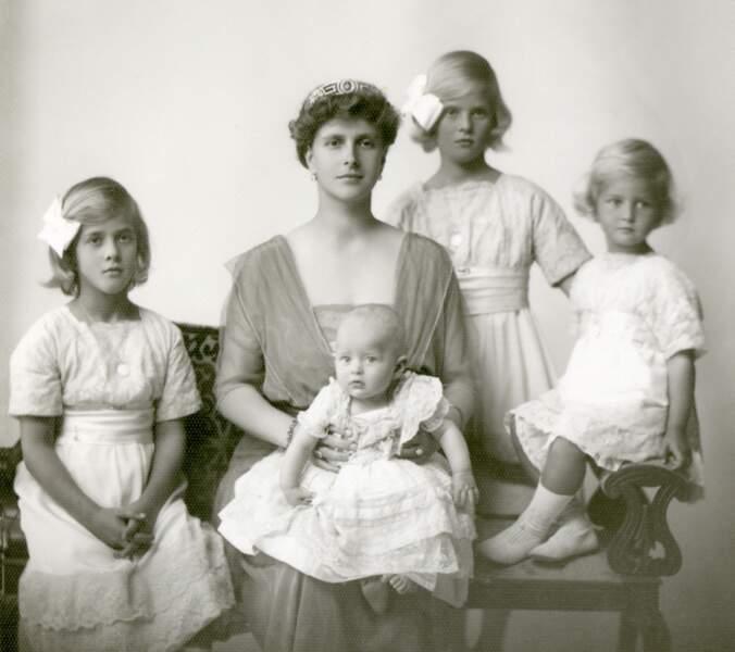 Voici ses quatre soeurs ainées : Princesse Margarita, Princesse Sophia, Princesse Theodora et Princesse Cécilie