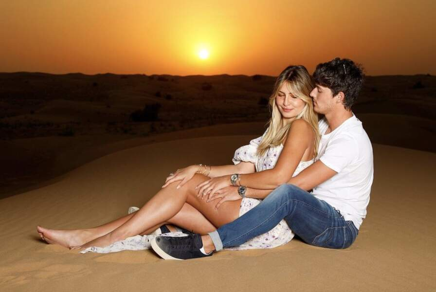 Dylan Deschamps dans le désert avec sa chérie Mathilde