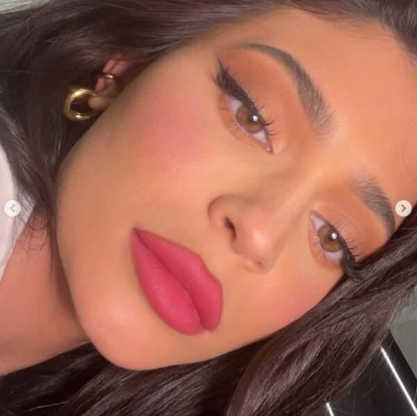 Kylie Jenner a voulu nous montrer son maquillage en très, très, très gros plan.
