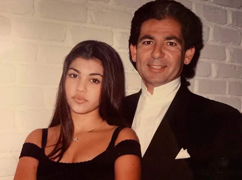 Kourtney Kardashian a partagé cette photo vintage pour célébrer l'anniversaire de son père Robert, décédé en 2003, qui aurait eu 77 ans cette année.
