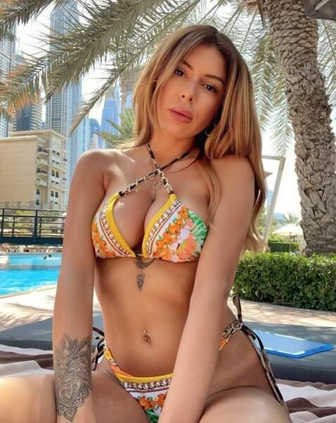 On se quitte avec du sexy : Sarah Lopez et son bikini bandana.