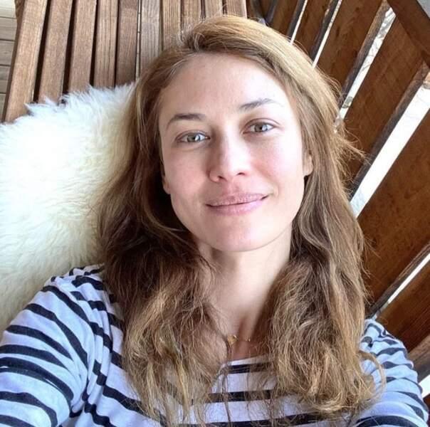 Deux salles, deux ambiances : voici l'actrice Olga Kurylenko au naturel, sans filtre ni maquillage.
