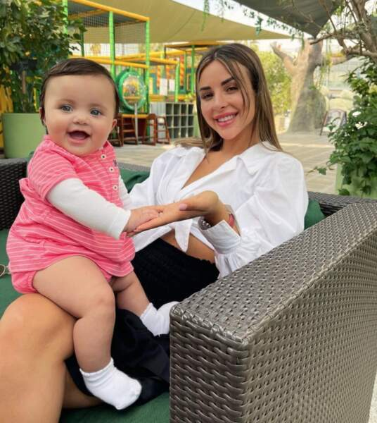 Moment complice entre Rym Renom et sa fille Maria-Valentina