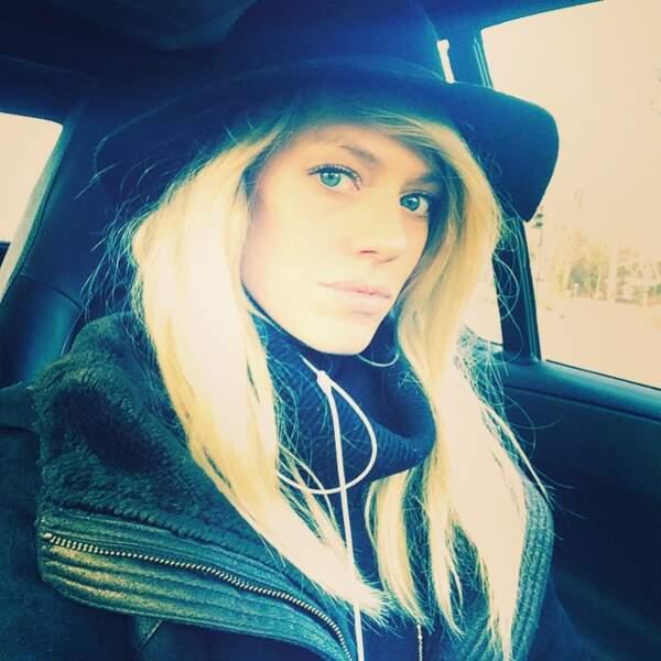 Aurore Delplace ne se défait jamais de sa longue chevelure blonde