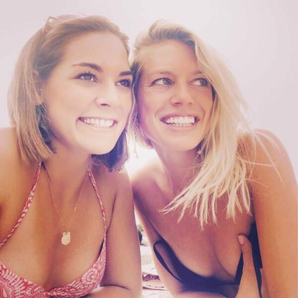Aurore Delplace tout sourire au côté de sa sœur Pauline